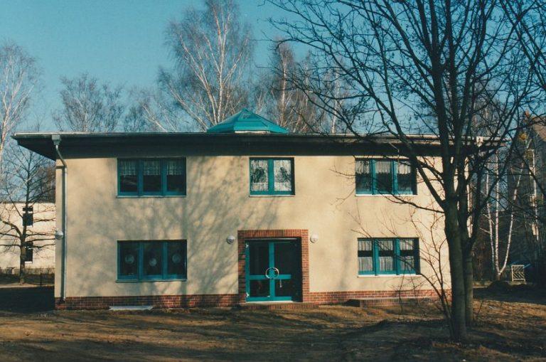 n 1997-01_EinweihungNeueWohnhauser